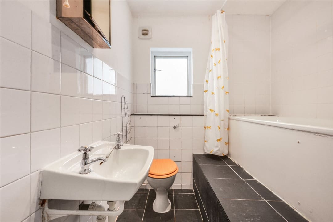 Flat to rent in Clapham Common West Side, London, SW4 9BA - view - 4