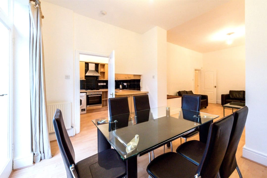 Flat to rent in Falcon Road, , SW11 2PG - view - 4