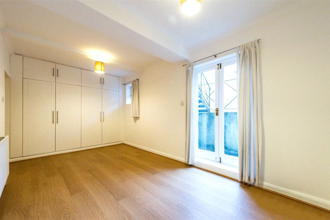 Flat to rent in Falcon Road, , SW11 2PG - view - 7