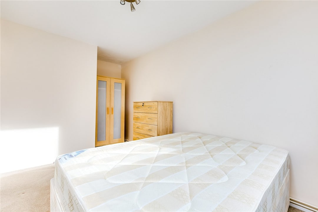 Flat to rent in Fraser Court, 50 Surrey Lane, SW11 3TF - view - 6