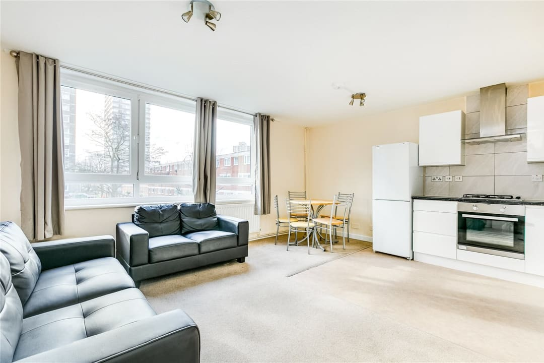 Flat to rent in Fraser Court, 50 Surrey Lane, SW11 3TF - view - 1