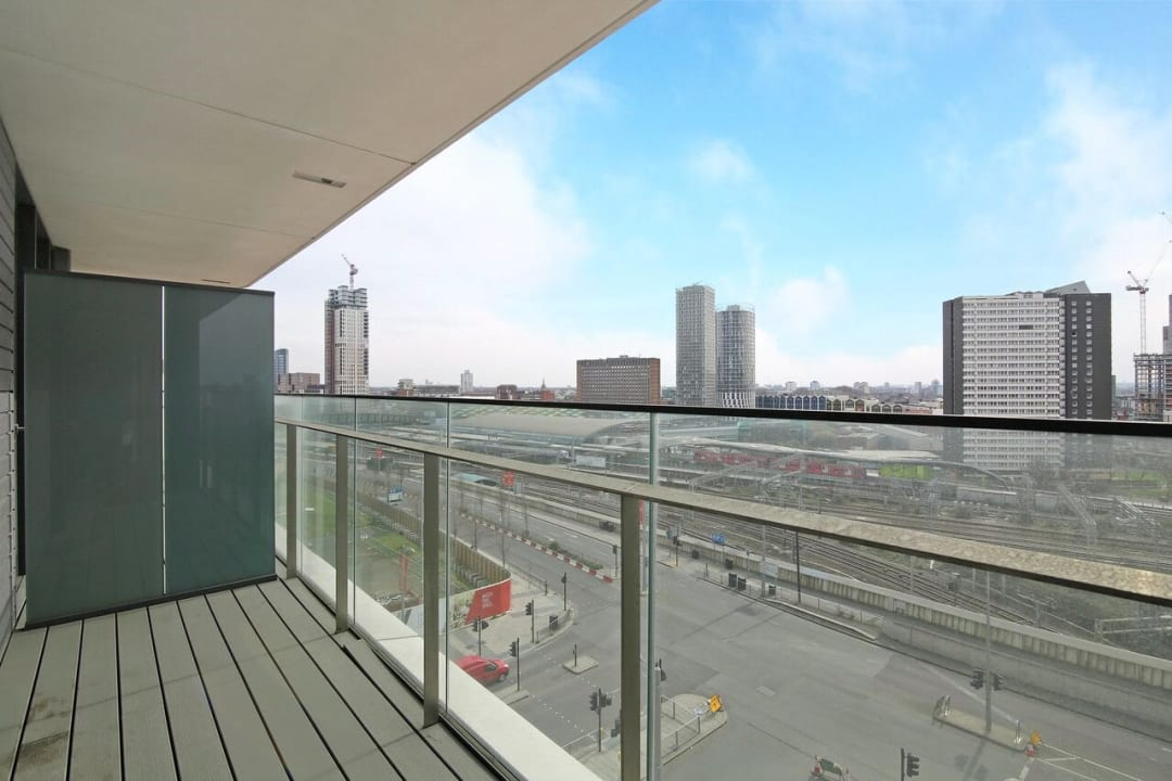 Flat to rent in Glasshouse Gardens, London, E20 1HR - view - 7