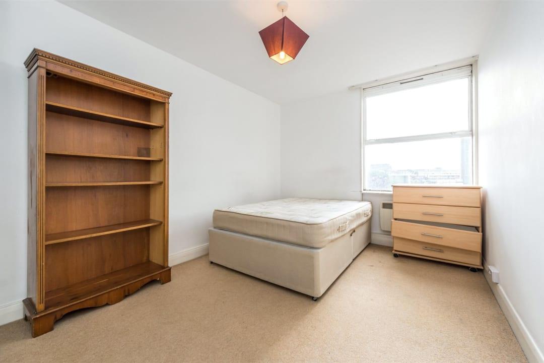 Flat to rent in Hawk House, Sullivan Close, SW11 2NN - view - 4
