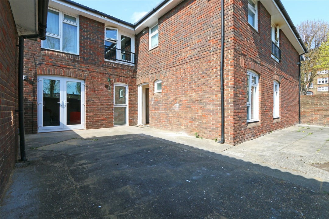 Flat to rent in Heath Road, London, SW8 3AR - view - 3