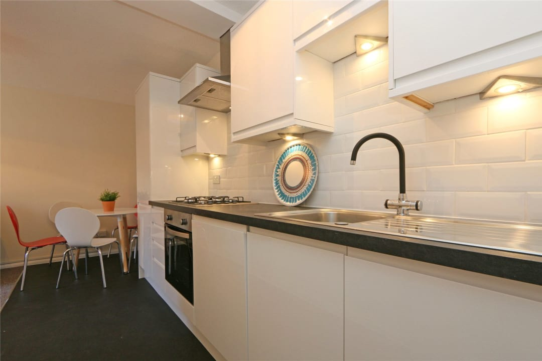 Flat to rent in Heath Road, London, SW8 3AR - view - 2