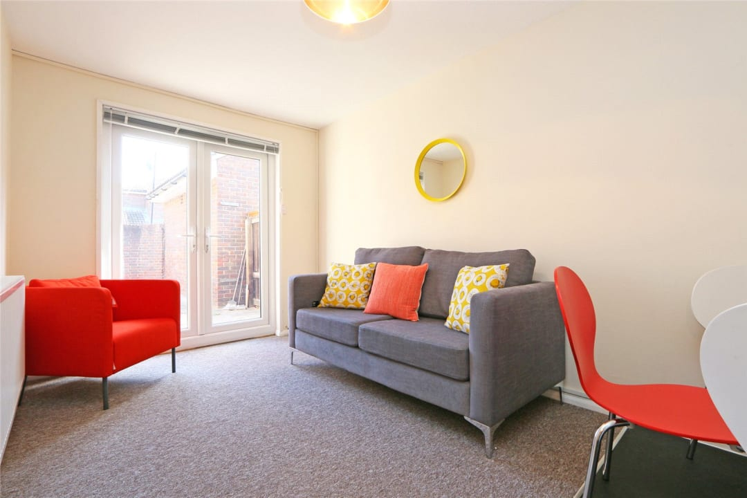 Flat to rent in Heath Road, London, SW8 3AR - view - 1