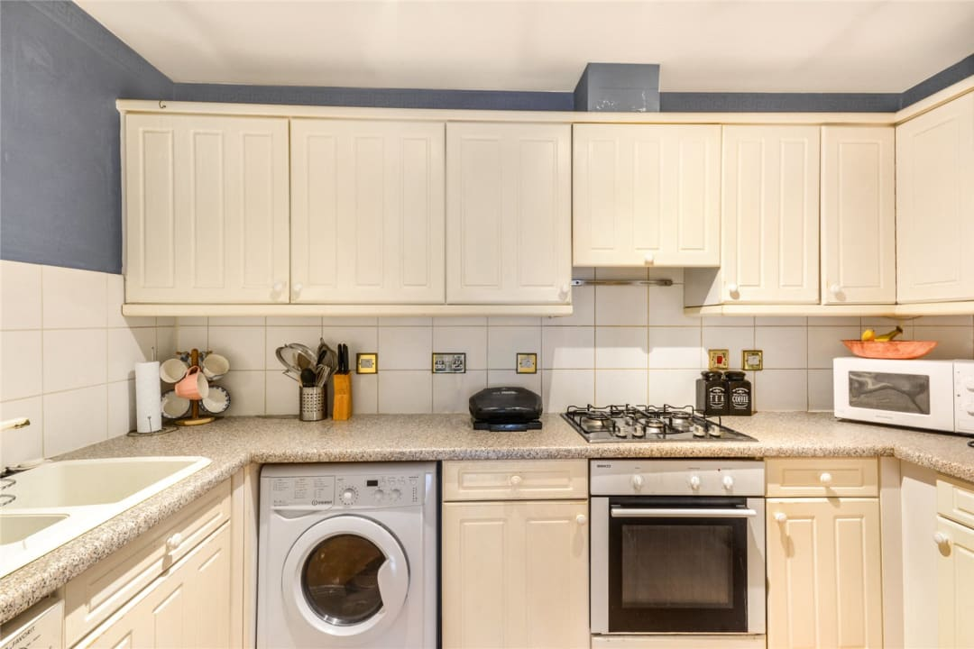 Flat to rent in Hertford Court, Falcon Road, SW11 2PH - view - 2
