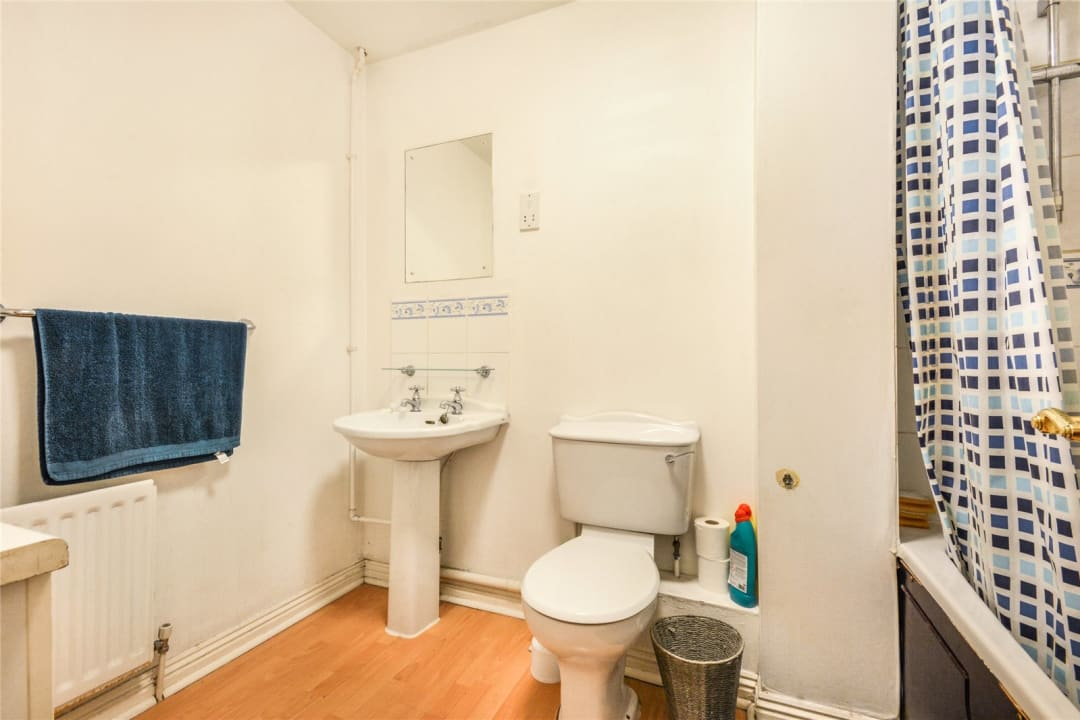 Flat to rent in Hertford Court, Falcon Road, SW11 2PH - view - 6