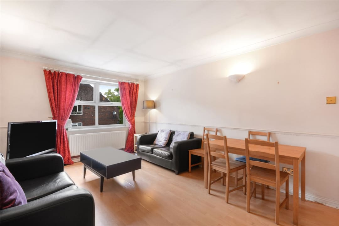Flat to rent in Hertford Court, Falcon Road, SW11 2PH - view - 1