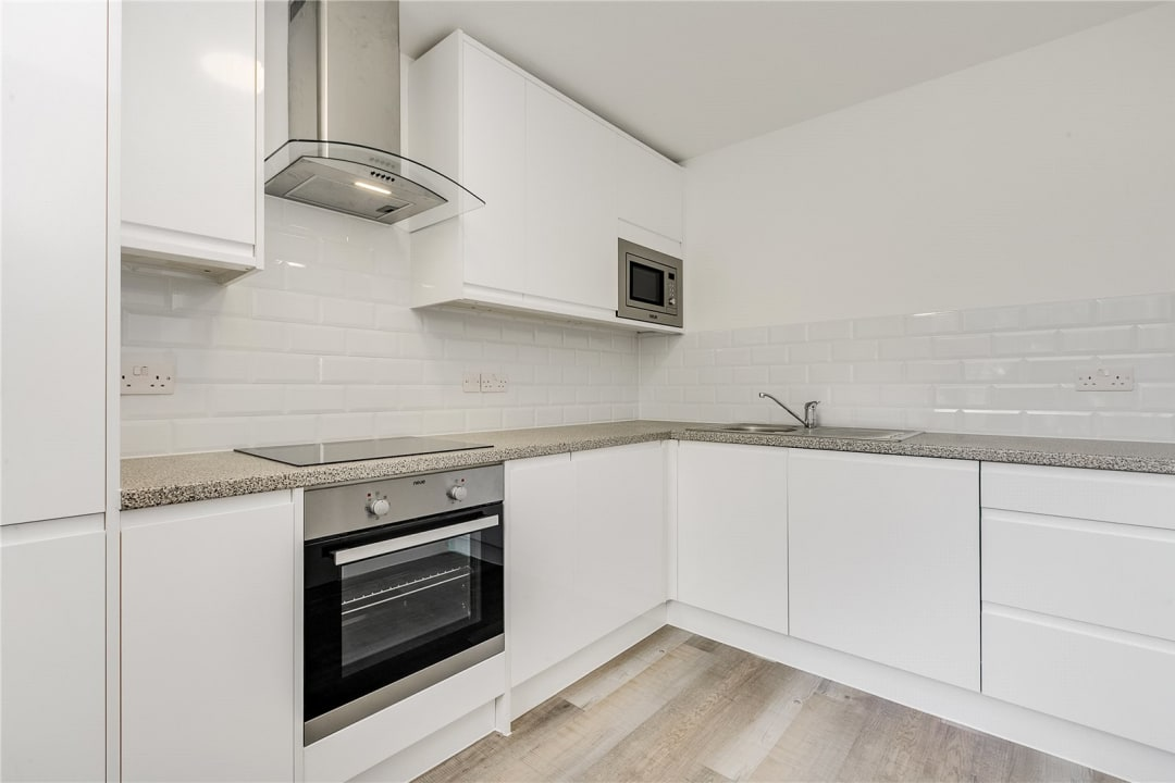 Flat to rent in Kite House, 50 Meyrick Road, SW11 2NJ - view - 3