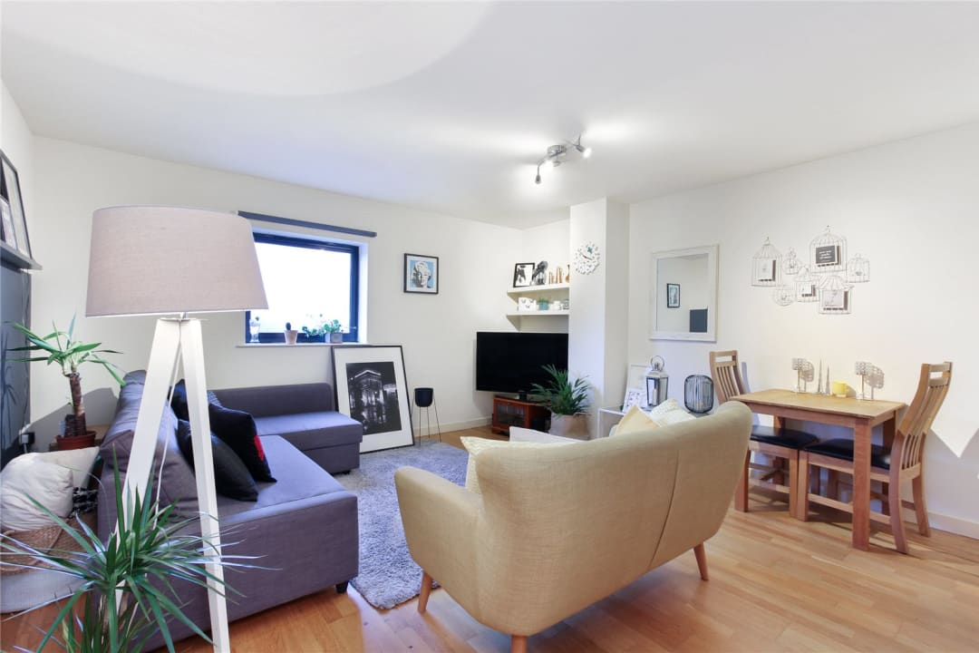 Flat to rent in London Road, Norbury, SW16 4EA - view - 1