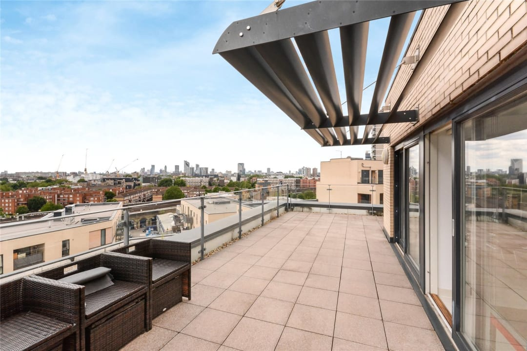 Flat to rent in Parker Building, Jamaica Road, SE16 4EF - view - 2