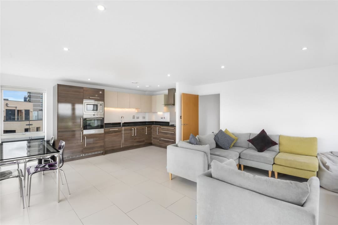 Flat to rent in Parker Building, Jamaica Road, SE16 4EF - view - 1