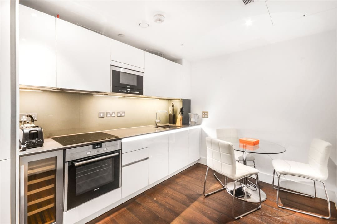 Flat to rent in Ravensbourne Apartments, 5 Central Avenue, SW6 2GN - view - 2