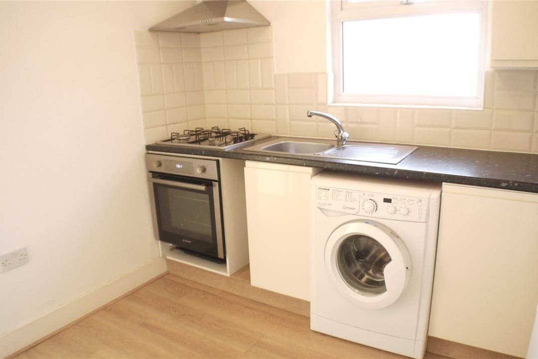 Flat to rent in St. Helen's Road, London, SW16 4LB - view - 2