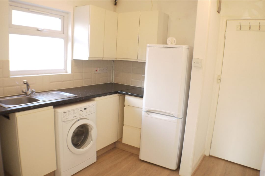 Flat to rent in St. Helen's Road, London, SW16 4LB - view - 3