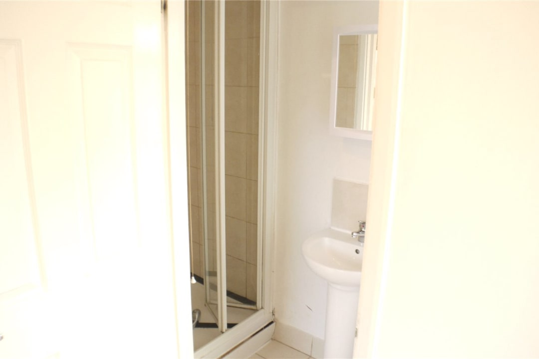 Flat to rent in St. Helen's Road, London, SW16 4LB - view - 4