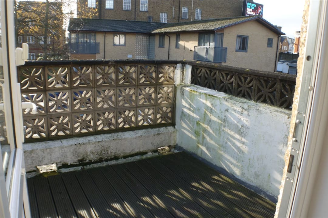 Flat to rent in St. Helen's Road, London, SW16 4LB - view - 9