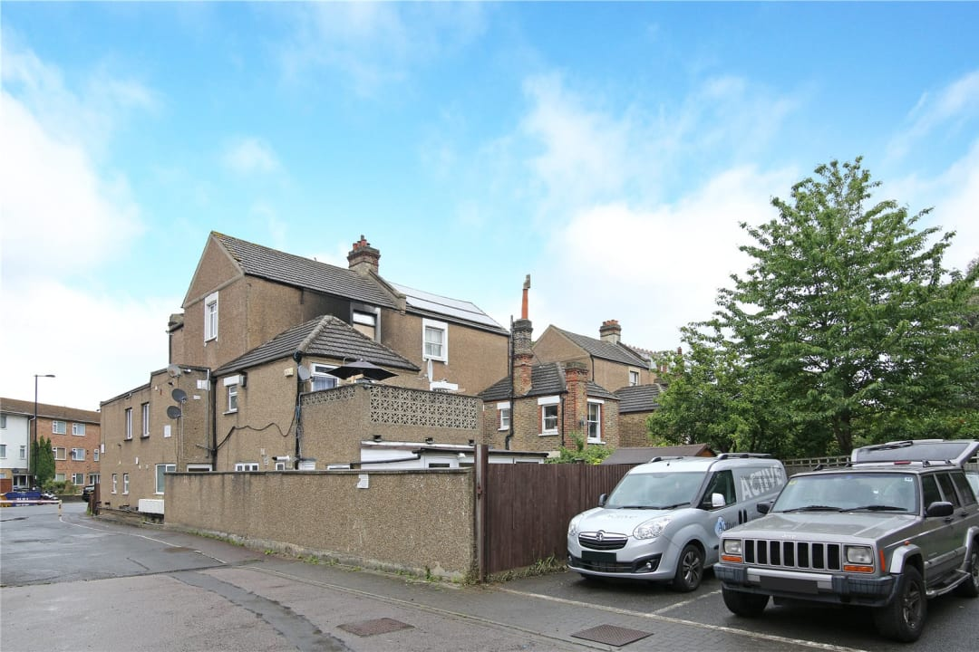 Flat to rent in St. Helen's Road, London, SW16 4LB - view - 1