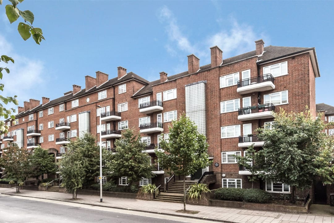 Flat to rent in Wilbraham House, Wandsworth Road, SW8 2XD - view - 1