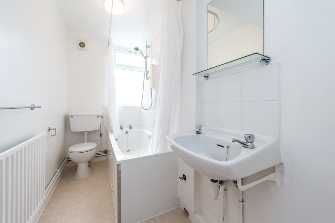 Flat to rent in Wilbraham House, Wandsworth Road, SW8 2XD - view - 4