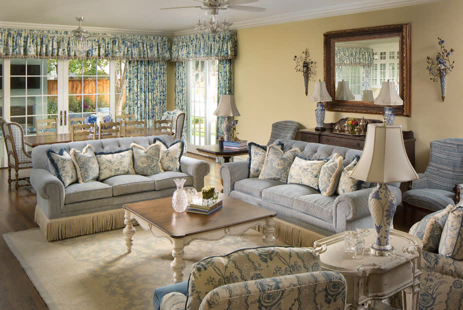 southern style living room interior design