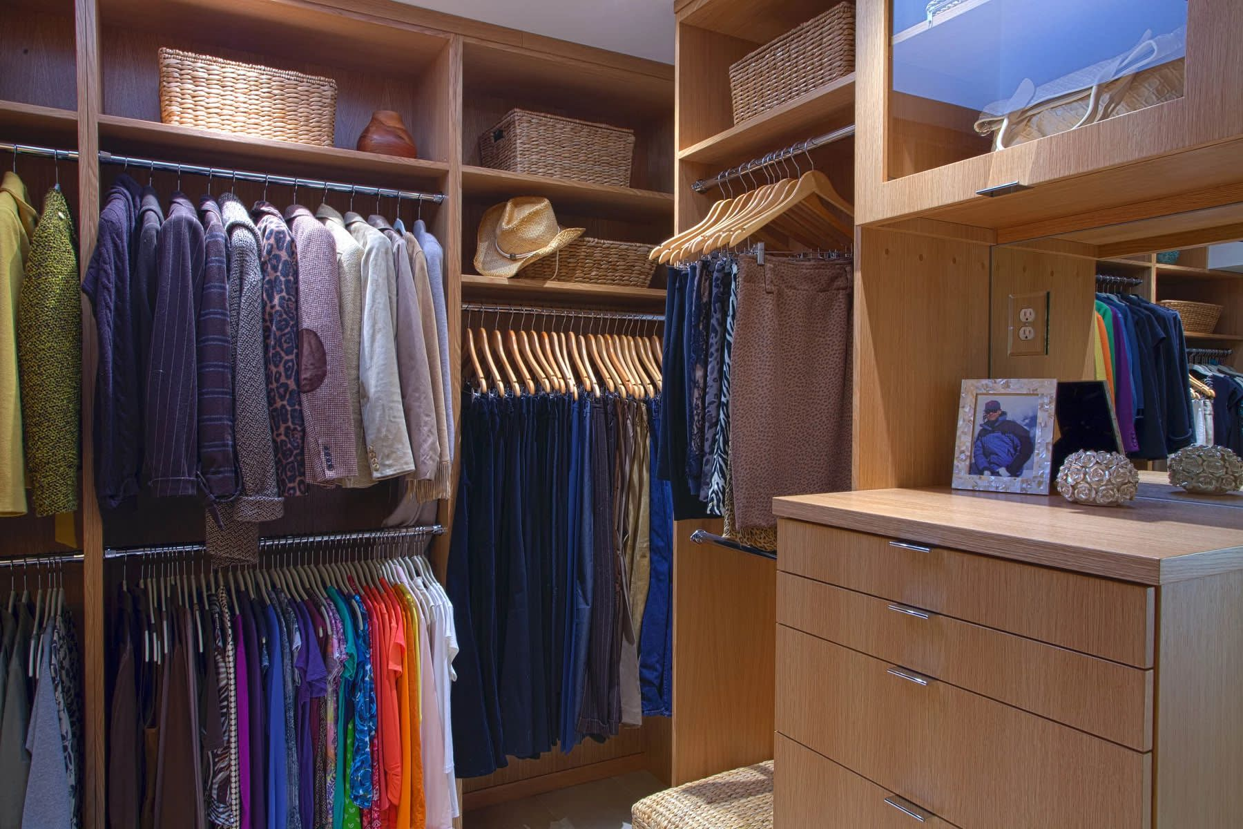 white rift oak contemporary closet