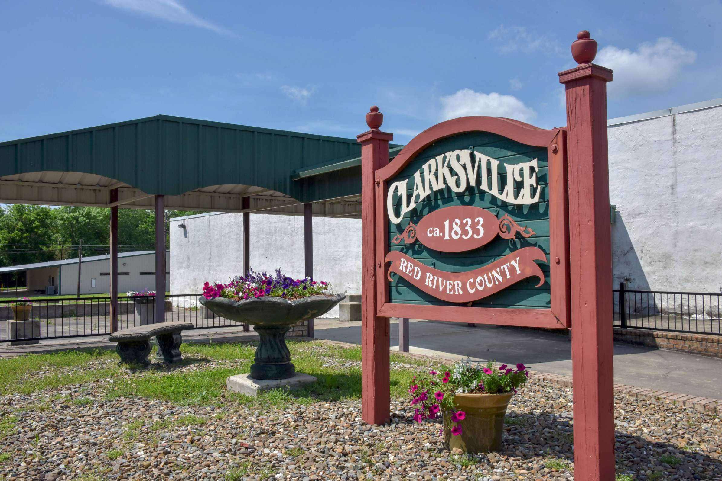 welcome to clarksville texas sign