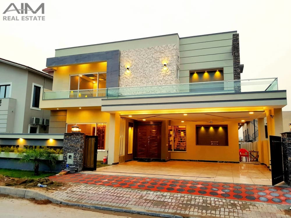 One Kanal High Quality Designer House For Sale in Bahria Town | Graana.com