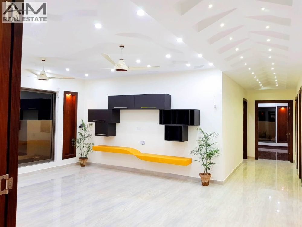Luxury 1 Kanal House For Sale With Decorated Lawn | Graana.com