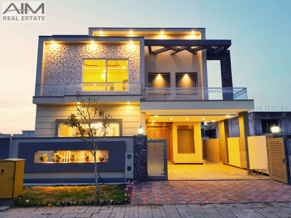 Designer 10 Marla Luxurious House For Sale In Bahria Town | Graana.com