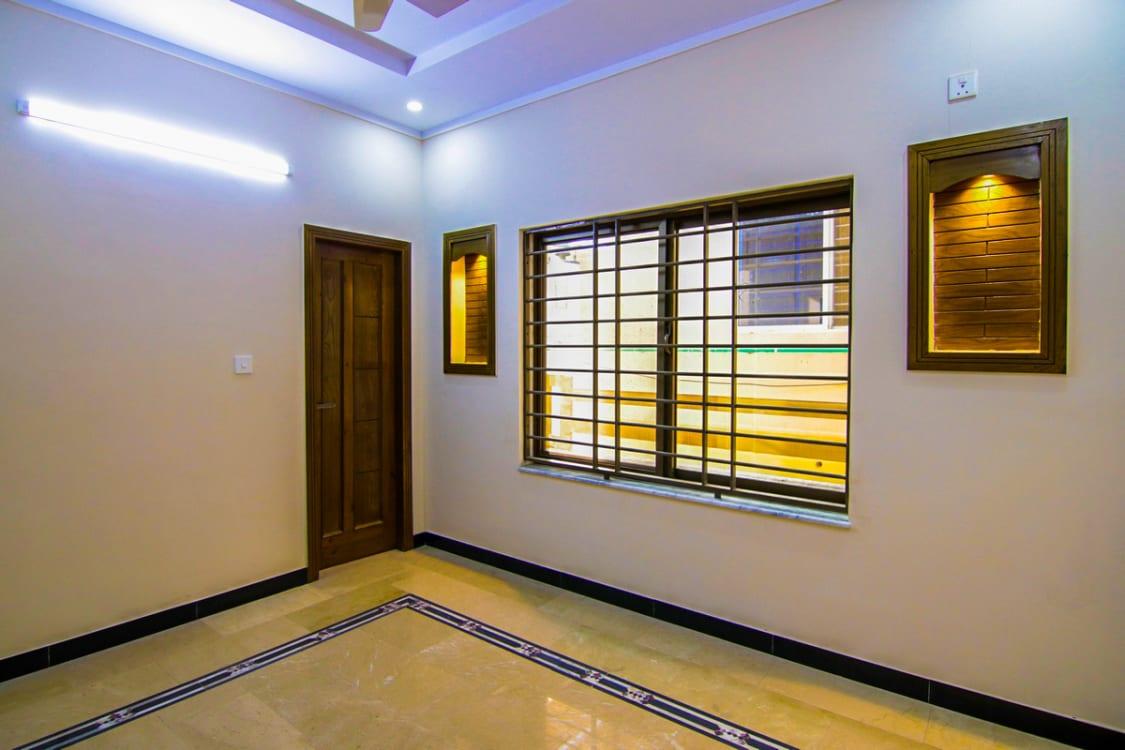 9 Marla House For Rent | Graana.com