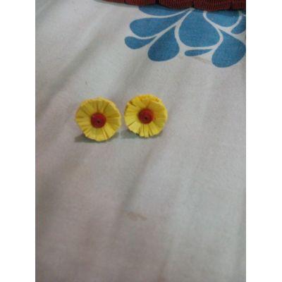 Paper Fringe Flower Studs