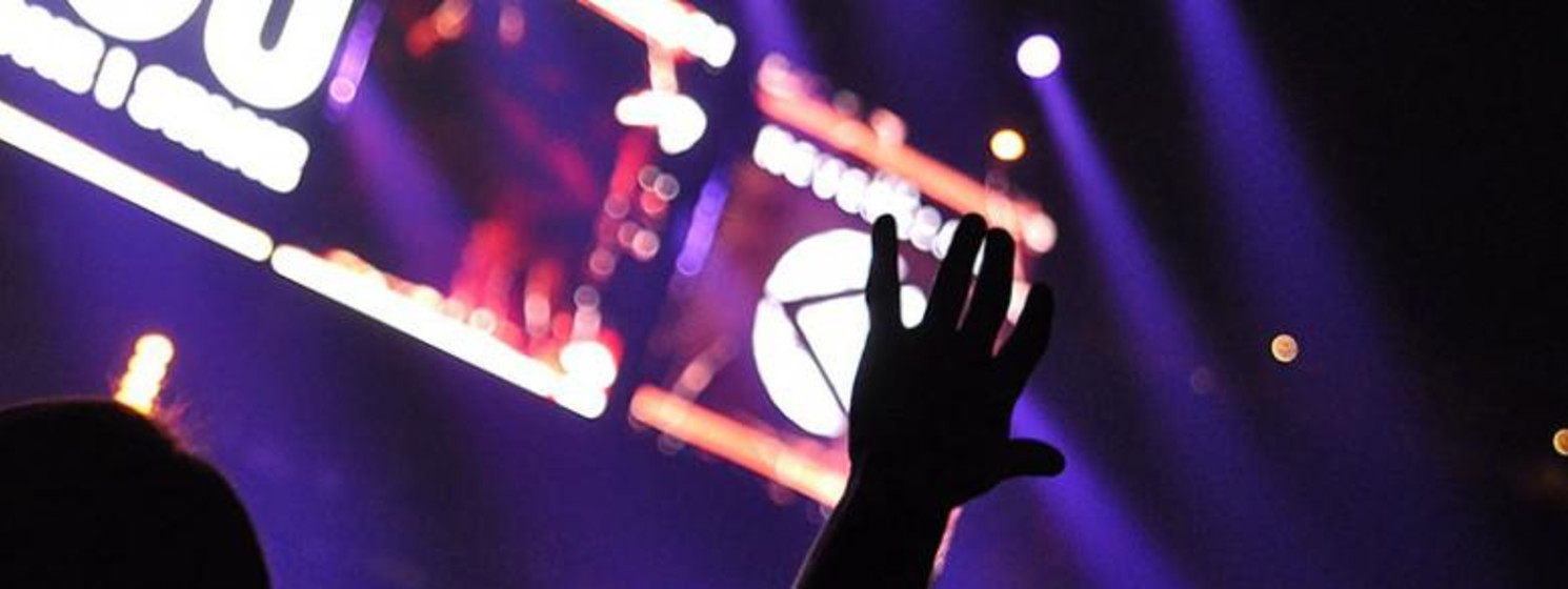 hand held up