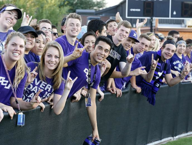Excited GCU students line up for welcome week