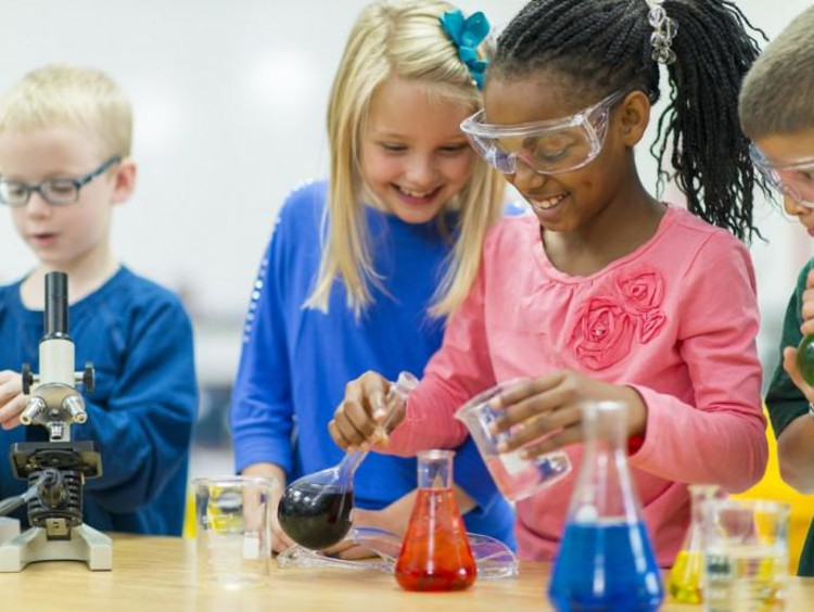 kids working on science experiment
