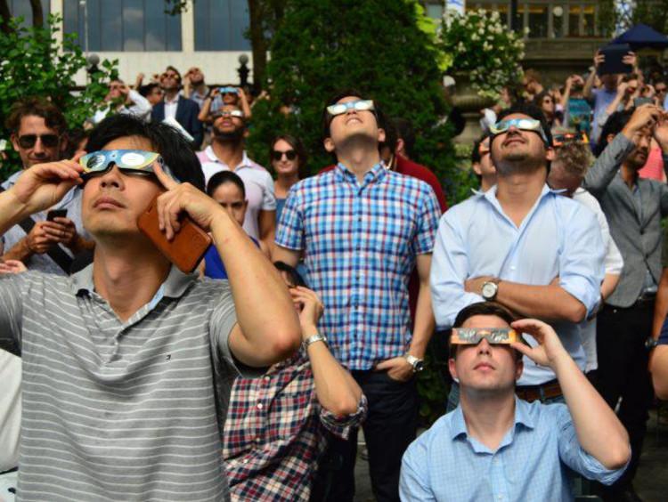 people looking at the eclipse
