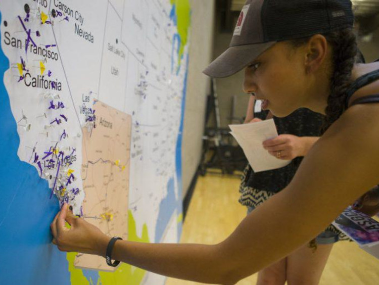 Student in front of a US map