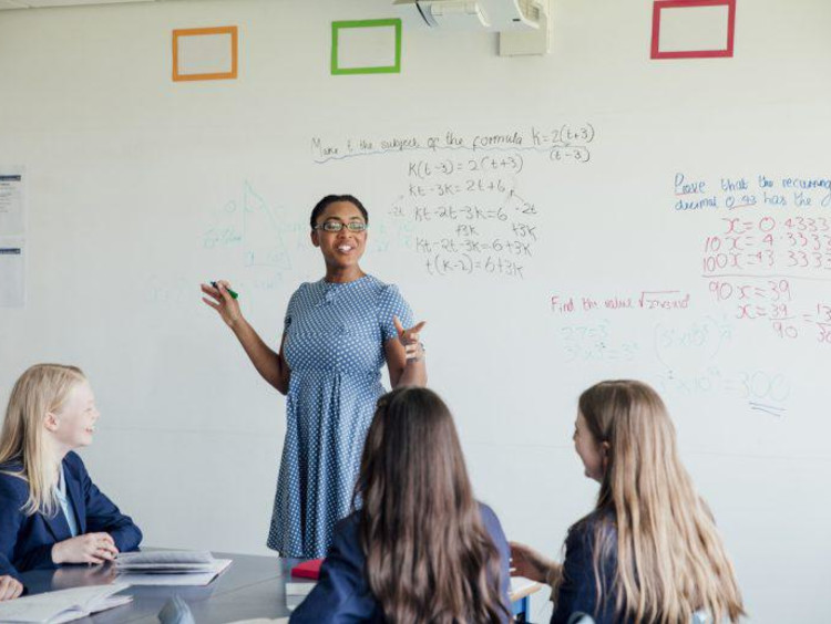 a teacher teaching math to her class
