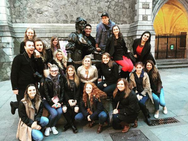 GCU Honors students on an international excursion