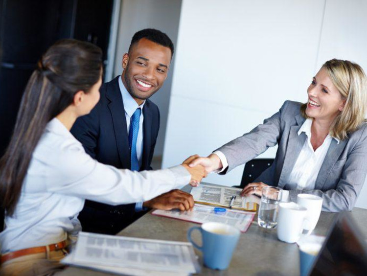 HR manager greets new employee in a team meeting