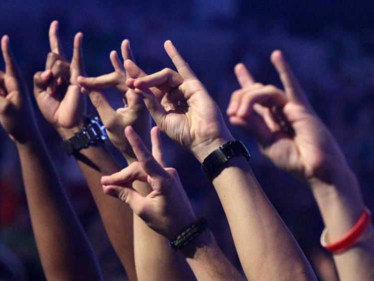 hands in a lopes up