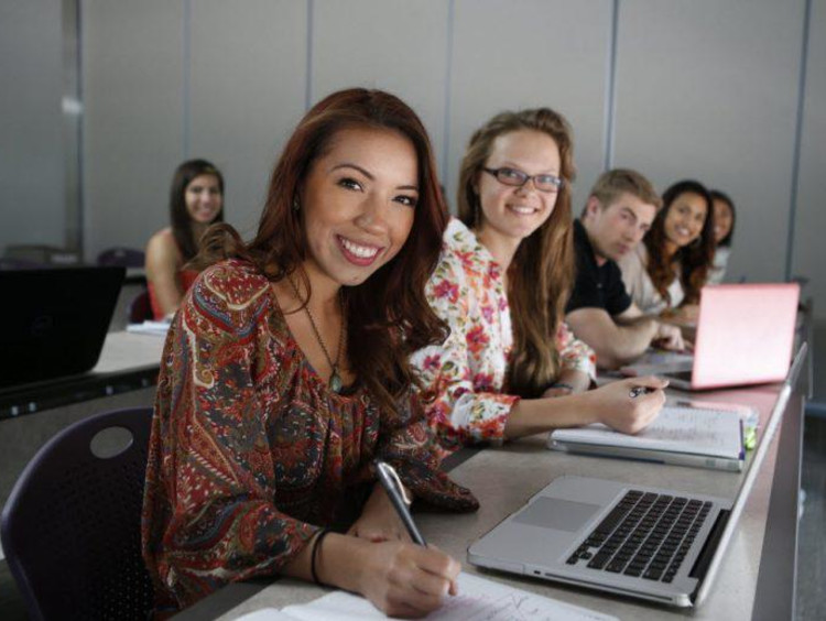 women on the computer in class