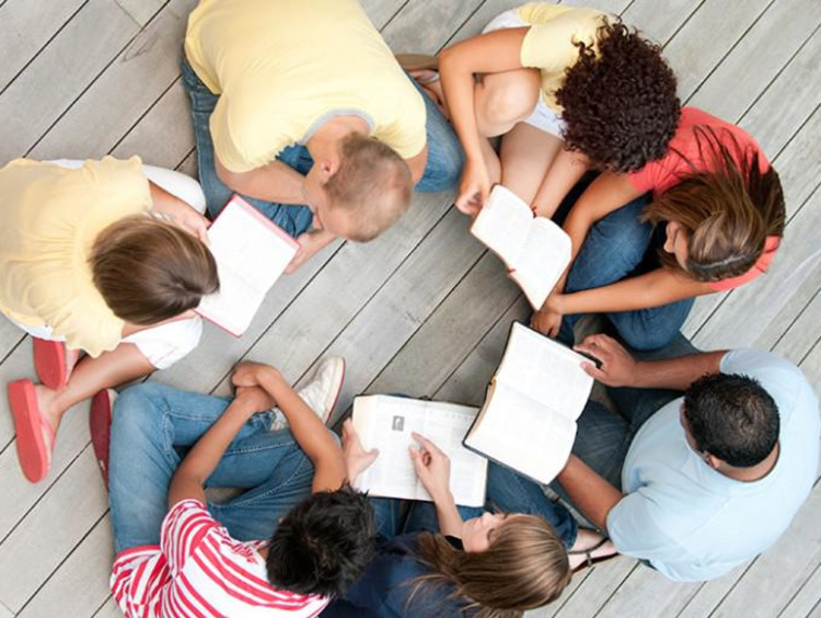 group of kids reading in a circle