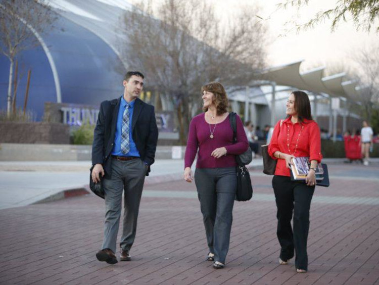 <span>5 Questions to Ask Before Pursuing a Doctoral Degree</span>