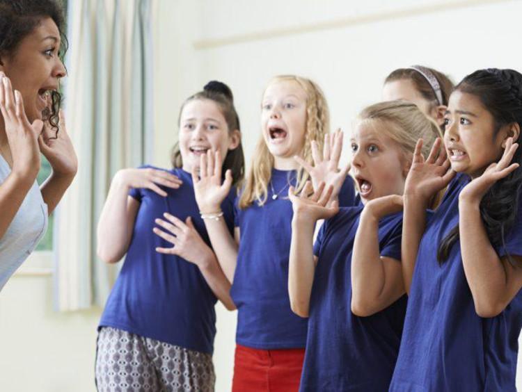 teacher pretending to scaring children in acting class
