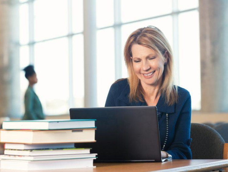 Adult woman accesses the Doctoral Community Network online