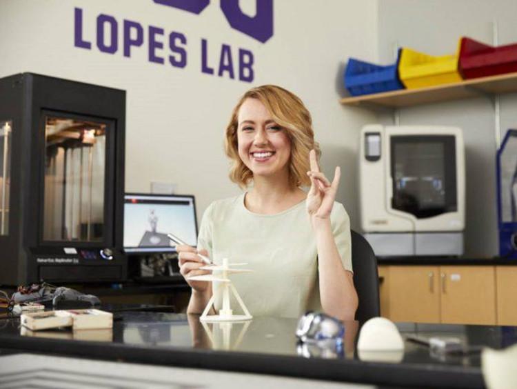 Gabriela Calhoun in the Lopes Lab