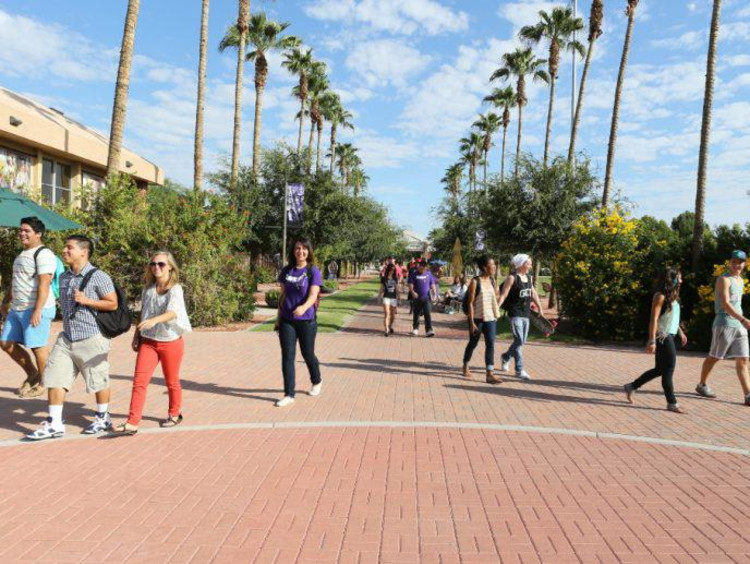 GCU students walking on the promenade on campus