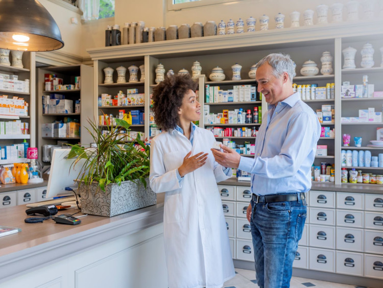Pharmacist discusses a medical product with a patient